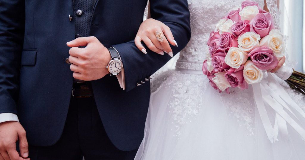 664083b33a4f6 結婚式のタキシードの色は?カッコよく見せる色選びの方法を紹介