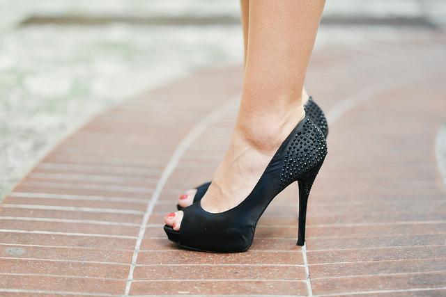 2ae0f3515b 女性用の靴は種類やデザインも豊富なので、知らないうちにビジネスマナー違反になっていることも少なくありません。靴選びに失敗しないために、ビジネスシーンで スーツ ...