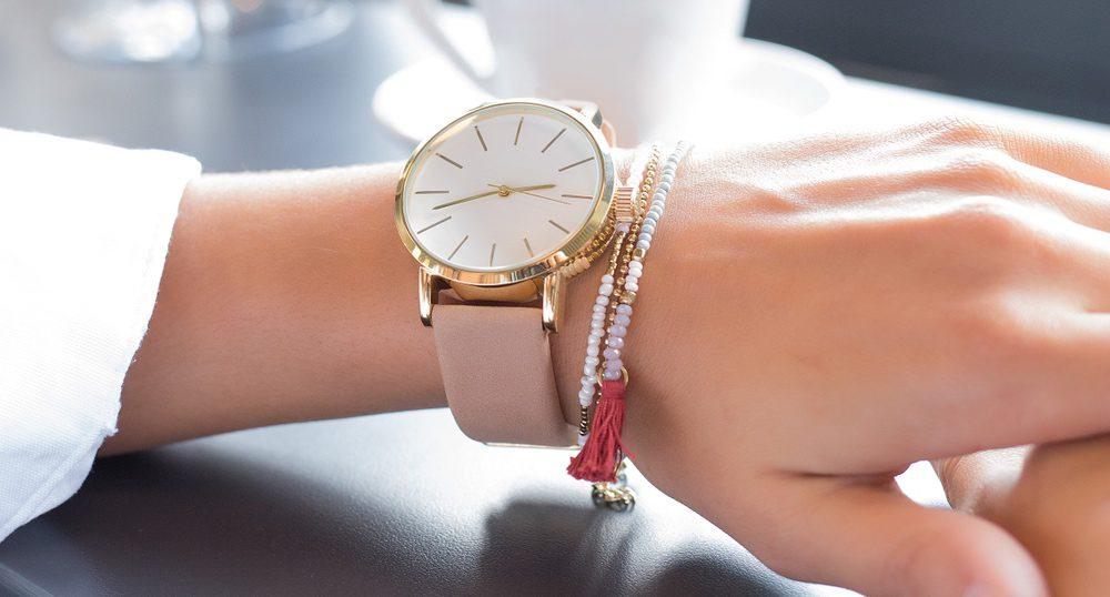 59934f4d9b4b62 スーツに合う時計、人気レディースウォッチ編。素材や色の選び方 | Re ...