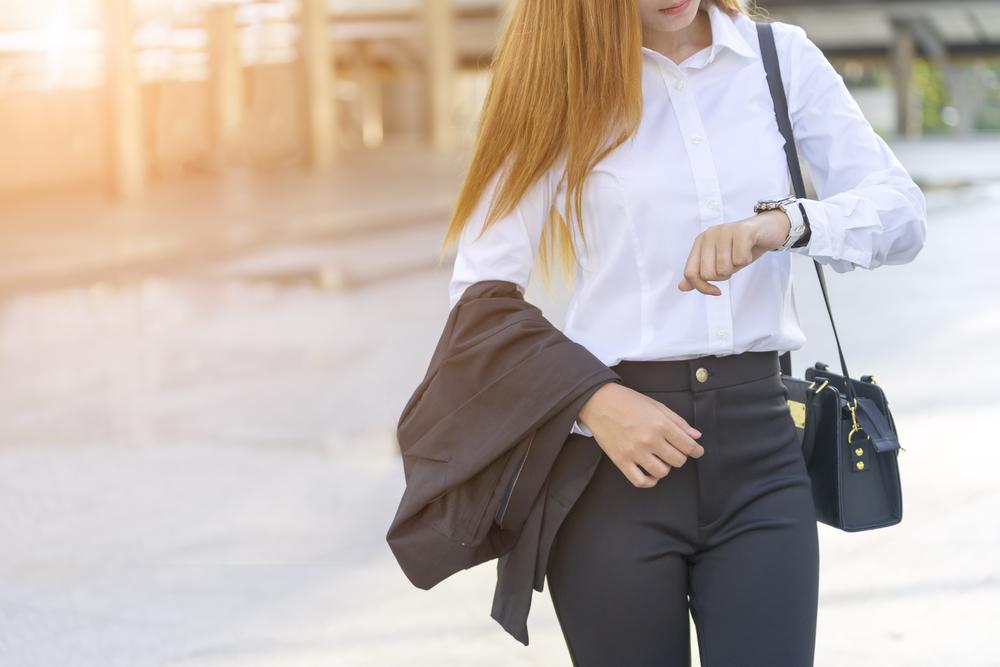 3ced6f5d65 男性がスーツを着るときはベルトの着用が必須ですが、女性の場合はどうしたら良いのでしょうか?