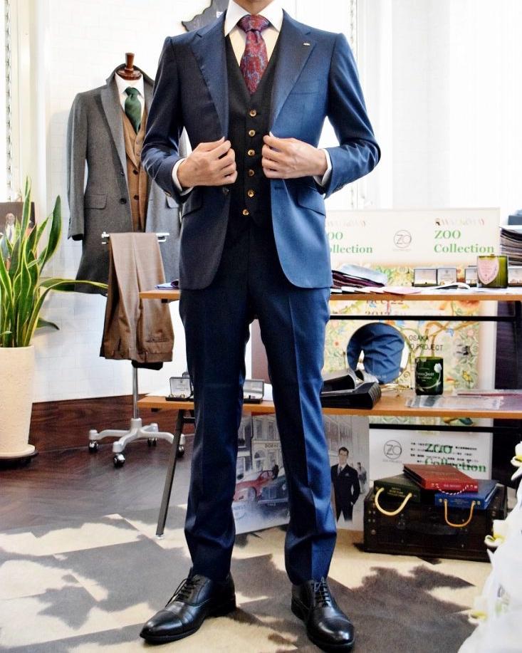 51dfa8f876f19 落ち着いた色のスーツであれば、成人式が終わった後の就活や冠婚葬祭の場面など、何度も着ることができます。